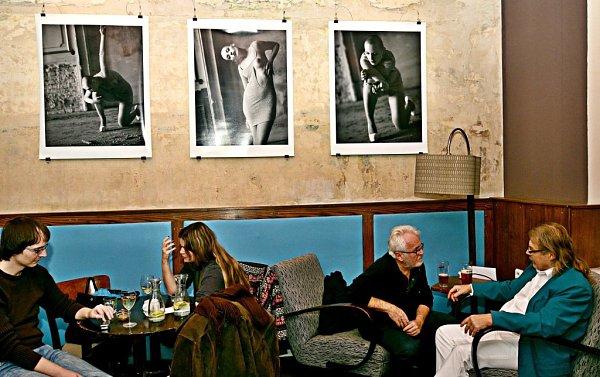Fotograf Ivan Vala zachytil tisíc tváří modelky Karolíny Koblenové.