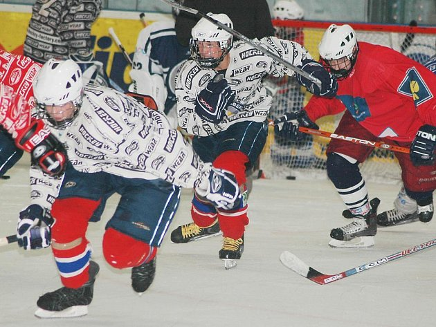 Utkáními na ledě Vsetína a Zlína vstoupí do letošního ročníku nejvyšší soutěže dorostenci hokejového Lasselsbergeru Plzeň