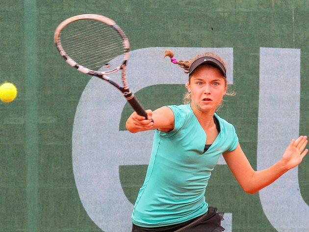 Česká tenistka Ivana Šebestová (na snímku) obsadila na mistrovství Evropy v kategorii do 14 let třetí místo ve dvouhře. Oúčast ve finále turnaje v Plzni ji připravila první nasazená, Ruska Taisja Pachkalevová, která ji zdolala 6:4, 2:6, 6:2.