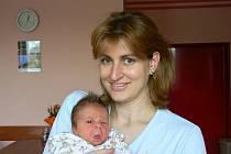 Dvaapůlletá Ája se už nemůže dočkat své sestřičky Denisy (3,36 kg, 49 cm), která se narodila rodičům Lucii Grosové a Zdeňku Dydekovi z Plzně 13. 3. devět minut po páté hodině ráno ve FN