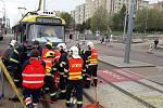 Nehoda osobního auta a tramvaje na křižovatce ulic Studenská a Gerská v Plzni