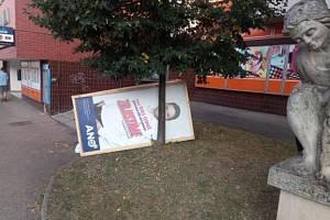 Zničené plakáty