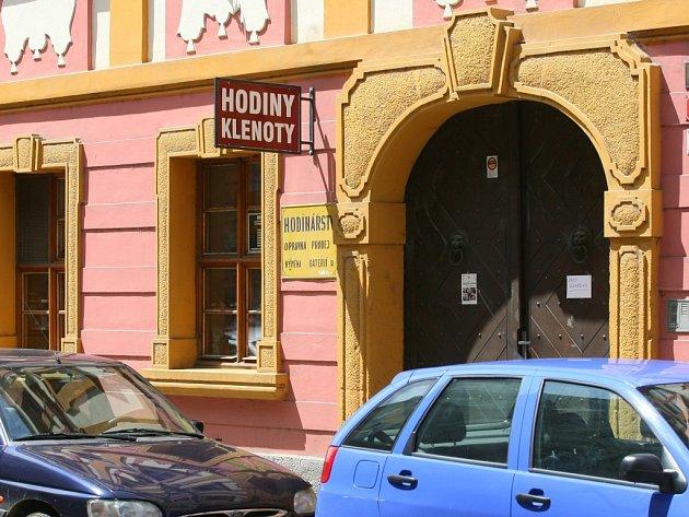 44fbffaec38 Lupiči přepadli zlatnictví v centru Plzně - Plzeňský deník