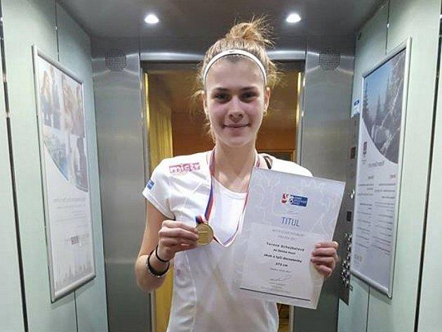 Atletka plzeňské Škody Tereza Schejbalová skočila 373 centimetrů a soupeřku na druhém místě za sebou nechala o 20 cm.