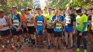 Start závodu mužů.