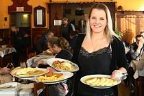 Servírka Jana Tintschlová z restaurace U Vadlejchů