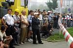 30. srpna 2002, příprava na odstřel domu v Plzni U Zvonu