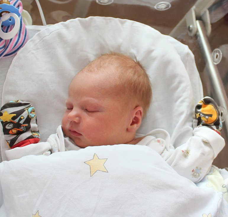 Jakub Tichý se narodil 2. března ve 4:18 mamince Silvii a tatínkovi Michalovi z Plzně. Po příchodu na svět v plzeňské FN na Lochotíně vážil jejich prvorozený synek 3790 gramů a měřil 49 centimetrů.