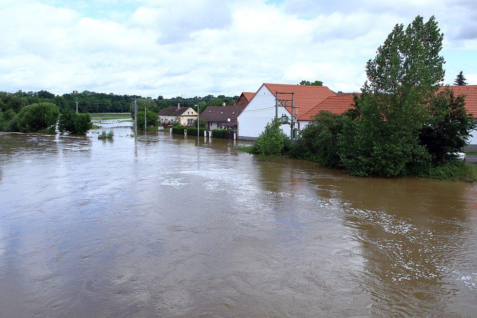 Koterov - ulice Na Břehu řeka Úslava