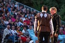 Premiéru má za sebou slavné veršované drama Cyrano.
