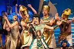 S oblíbenou muzikálovou show Josef a jeho pestrobarevný plášť se v sobotu 22. května rozloučí muzikálový soubor Divadla J. K. Tyla v Plzni. Bude to on-line přenosem posledního představení, které se odehrálo bez veřejnosti v polovině dubna.  Na snímku Mart