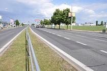 Dopravu na Borských polích v Plzni zkomplikuje během prázdnin oprava frekventované komunikace ve Folmavské ulici, která kvůli trhlinám, vysprávkám a vyjetým kolejím dostane nový asfaltový povrch.