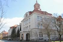 Mikulášské gmynázium v Plzni potřebuje na kompletní výměnu oken 21,6 milionu korun