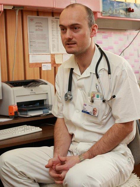 Podle vedoucího lékaře úseku nefrologie Tomáše Reischinga většina pacientů o nemoci neví
