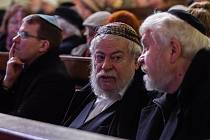 Plzeň si připomněla židovské transporty. Na snímku plzeňský biskup Tomáš Holub a vrchní zemský rabín Karol Sidon