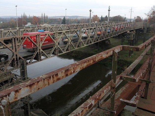Provizorní pontonový most vJateční ulici