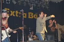 Ve Starém Plzenci slavili příchod roku 2009 ve společnosti rockerů Extra band revival