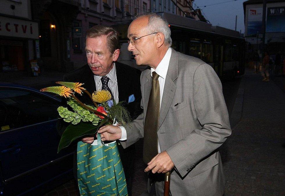 Václav Havel se přijel v roce 2009 podívat na svojí hru Odcházení do plzeňského Komorního divadla