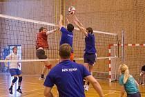 MixTeamu (v modrém) by pomohlo zdolat Šéďa team i Campary, zajistil by si tak účast mezi elitní pěticí první ligy. Pak by mohl bojovat i o celostátní finále