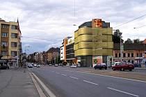 Polyfunkční dům Belánka vyroste na roku Klatovské a Borské ulice. Dominantní bude zejména jeho zlatá fasáda.