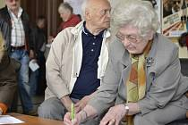 Petici mohli senioři podepsat před a po projekci filmu Šmejdi. Jejím cílem je přimět vládu bojovat za zvýšení ochrany seniorů při nekalém předváděcím a podomním prodeji.