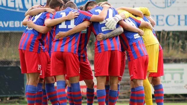 Fotbalisté FC Viktoria Plzeň B (červenomodří) vyhráli v Sokolově 1:0 díky brance Jedličky z 63. minuty utkání.
