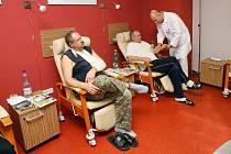 Fakultní nemocnice v Plzni přestavěla místnost  s rozlohou asi 50 m2  na moderní salonek, který slouží pacientům  s onemocněním srdce. Tráví tady čas před a následně po  vyšetření. Místnost je zbavena všech nemocničních atributů