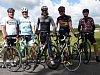 Loňského ročníku dálkové cyklojízdy Fanatik se ve společnosti přátel zúčastnil i bývalý profesionál, někdejší mistr Evropy a poté na scéně World Tour oceňovaný  pomocník hvězd, František Raboň (na snímku uprostřed).