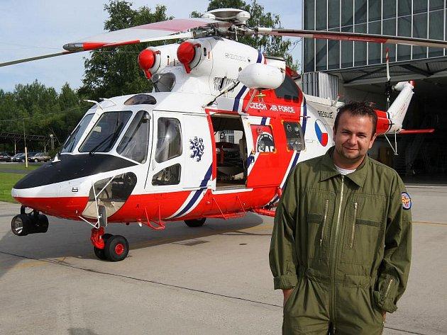 Redaktor Deníku Gery Weschke se stal na jeden den leteckým záchranářem.