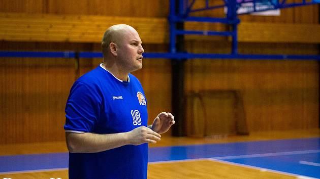 Erik Eisman (na snímku) pomohl jako hrající trenér k záchraně mužského A týmu Lokomotivy, ale nyní řeší jako šéftrenér klubu vážnější starosti vzhledem k virové epidemii.