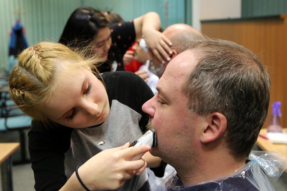 Závěr kampaně Movember. Kvůli akci na podporu prevence rakoviny prostaty si celý měsíc nechal narůst knírek pro dobrou věc i zástupce Deníku Miloslav Křivánek.