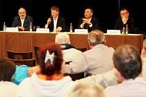 Na dotazy odpovídali primátor Martin Zrzavecký, technický náměstek Pavel Šindelář a šéfové Plzeňské energetiky Václav Pašek a  Plzeňské teplárenské Tomáš Drápela (na snímku zleva).