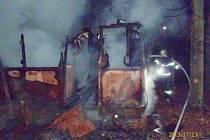 Požár staré tramvaje ve Starém Plzenci