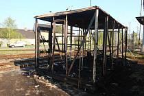 Stavební buňka, ve které našli hasiči dvě ohořelá těla