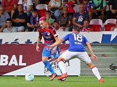 Martin Zeman (na snímku z utkání se Slavií vlevo) má za sebou prvních dvacet minut v dresu Viktorie po návratu do Plzně.