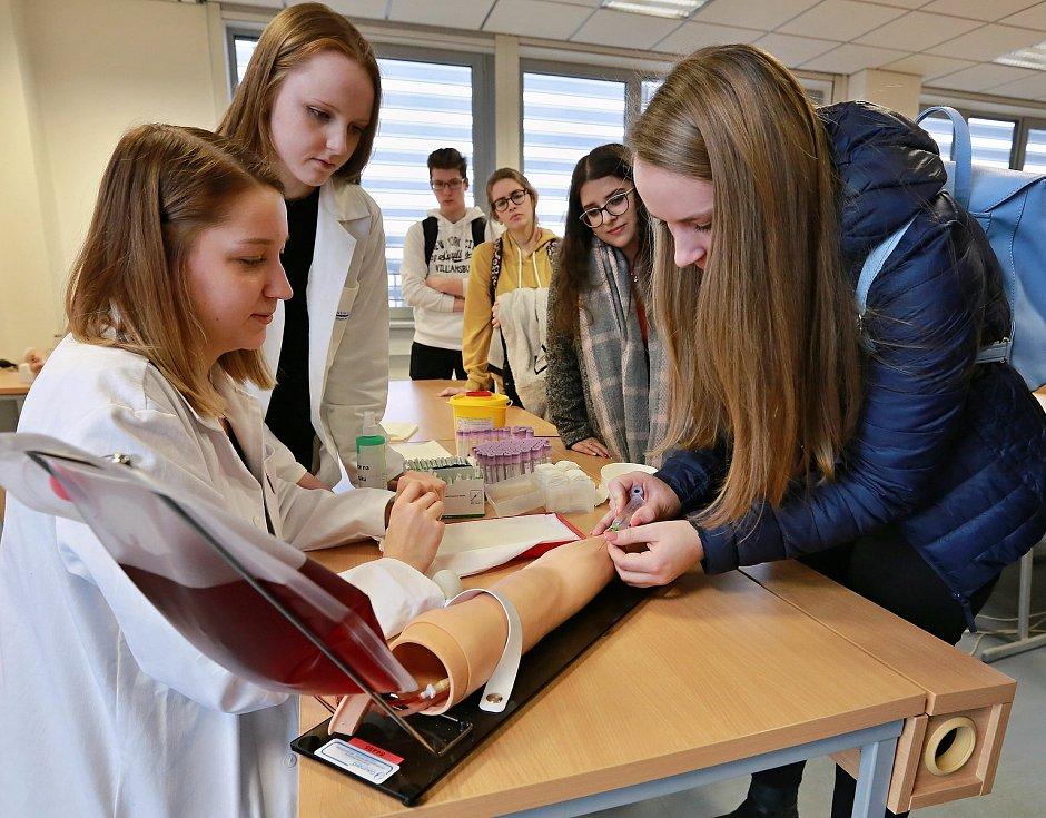 Den otevřených dveří na Lékařské fakultě v Plzni v lednu 2020.