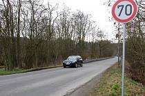 Silnice v Liticích, která spojuje městskou část s Valchou. Lidé bojují, aby se na ní snížila rychlost