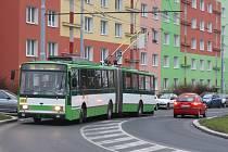Starý typ trolejbusu 15 TrM (na snímku) vytěsňují postupně nové trolejbusy 28 Tr