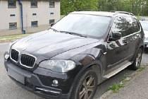 BMW X5, které zloděj ukradl přímo policii