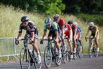Handicapovaný cyklista Jiří Ježek (v čele) znovu ukázal, že je schopný porážet i zdravé soupeře