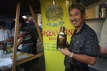 Vietnamský podnikatel Ngo Hong Chuyen přivezl do Plzně pivo ze svých minipivovarů