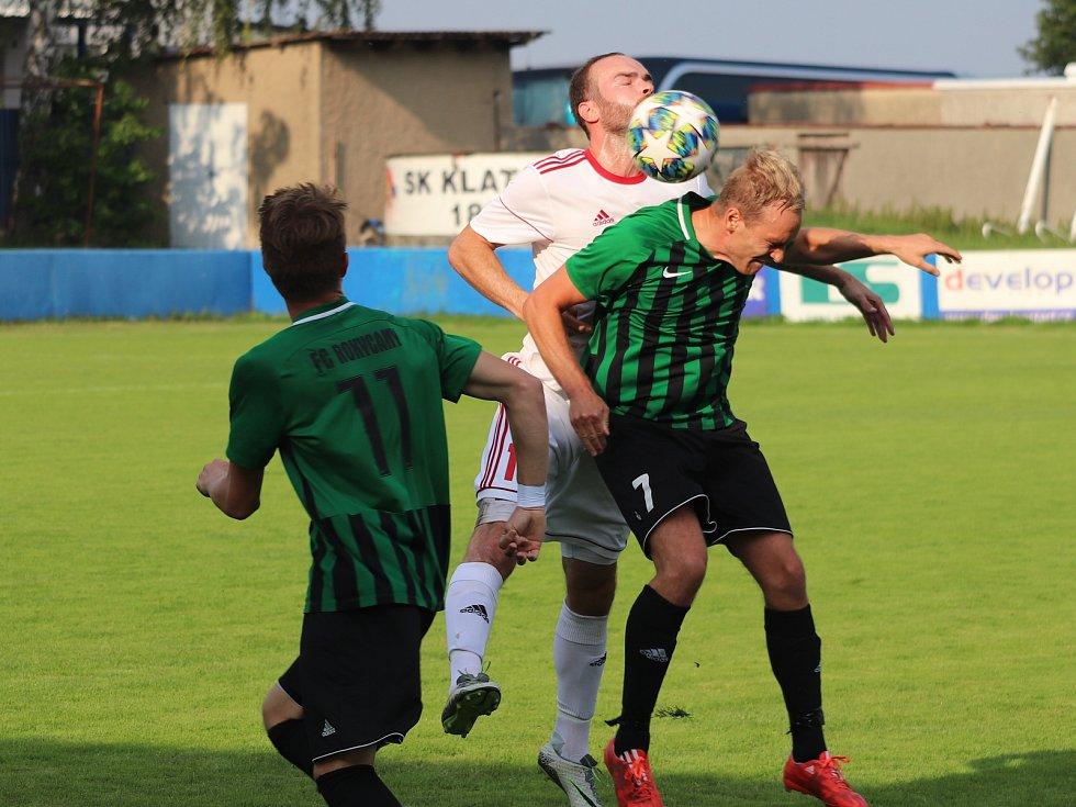 Fotbalový divizní zápas SK Klatovy 1898 (bílí) - FC Rokycany.