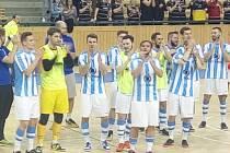 Futsalisté Interobalu děkují po rozhodujícím utkání s Teplicemi svým fanouškům za podporu.