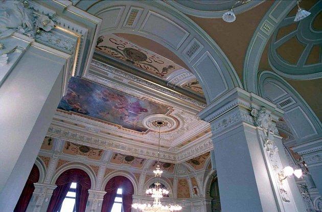 Secesní interiéry budovy jsou památkově chráněné.