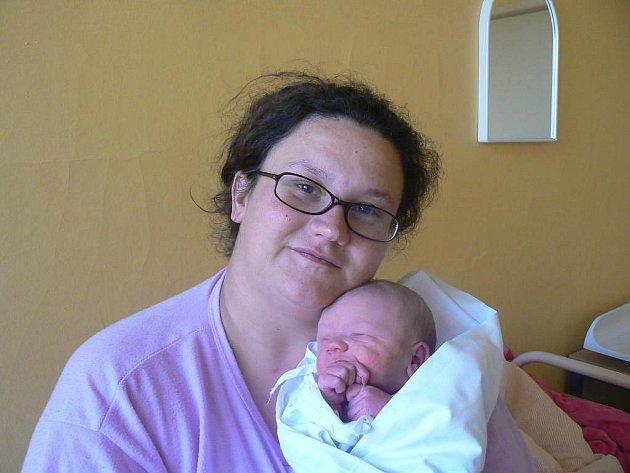 Šestiletá Eliška a dvouletý Vašík se doma vPňovanech už moc těší na novorozeného brášku Dominika (3,35 kg, 50 cm), který se narodil 26. 11. ve 20.30 hod. vMulačově nemocnici Aleně a Václavu Kerecmanovým