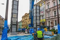 Odstranění popraskaných pylonů pomníku Díky, Ameriko! v dubnu 2016
