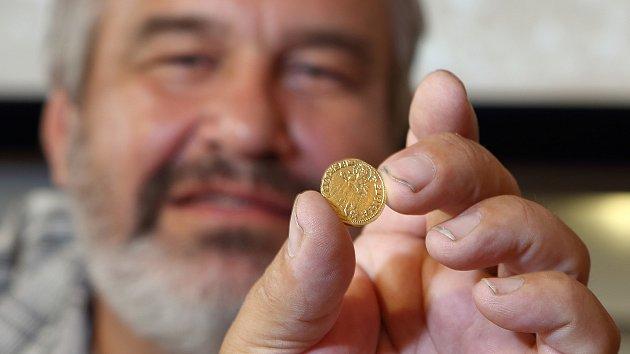 Přes čtyři sta mincí měl poklad, který představilo Západočeské muzeum