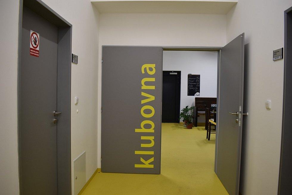 Ve Lhotě byla v neděli 6. září otevřena nová sokolovna. Město Plzeň ji postavilo na místě zcela nevyhovující klubovny u fotbalového hřiště v ulici Kolem Zahrad.