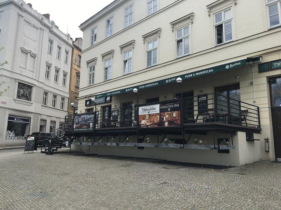 Pivo z tanku si můžete dát U Mansfelda ve Dřevěné ulici. Z restaurace je krásný výhled do Křižíkových sadů.