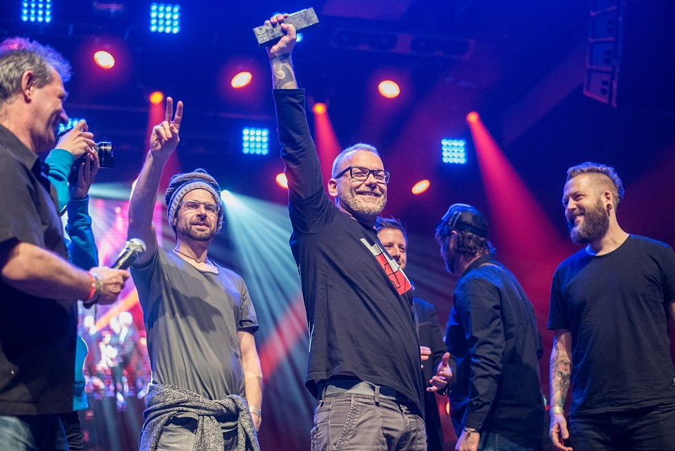 Vyhlášení hudební ankety Žebřík 2015 - třetí místo v album roku získali Cocotte Minute za desku Rituál, kmen a srdce a kmen